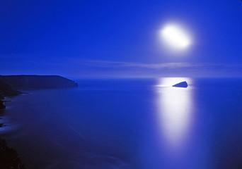 cap et pleine lune