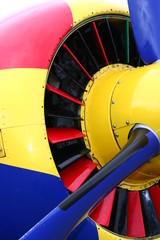 capot moteur multicolore