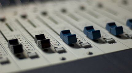 mixing console 3