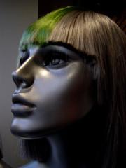 mannequin à perruque verte