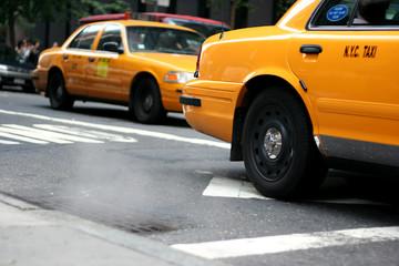 Photo sur Plexiglas New York TAXI new york (nyc) taxi passiert dampfenden gulli