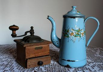 cafetière et moulin à café