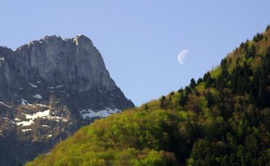 lune et montagne