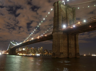 brooklyn birdge at night