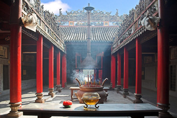 Foto op Canvas Temple smoke-filled temple