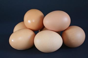 hühner eierhaufen zu ostern