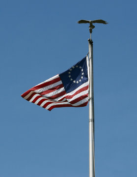 us flag with 13 stars