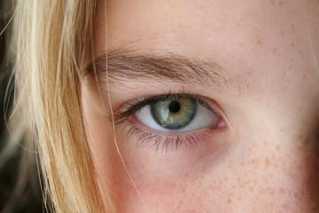 regard d'une blonde