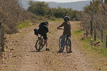 2 enfants à vélo