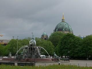 neptunbrunnen + berliner dom (2)