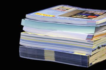 stapel kataloge und magazine 01