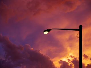 Fotomurales - lamp post in silhouette against sunset