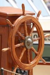 steuer eines segelschiffs