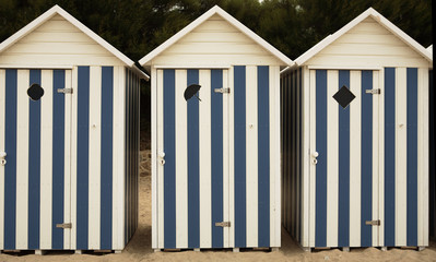 Photos illustrations et vid os de cabines de plage for Meuble cabine de plage en bois