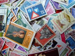 ein haufen briefmarken 1