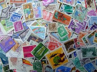 ein haufen briefmarken 2
