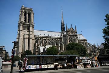 tourist shop in paris