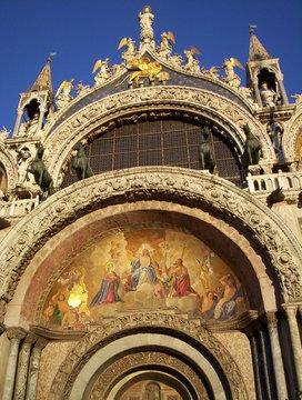 fronton de la basilique saint marc à venise