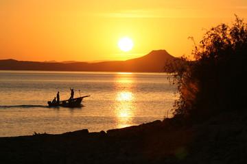 coucher de soleil sur le lac nasser