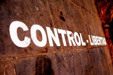 control y libertad