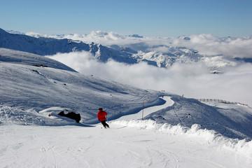 skiabfahrt in die wolken