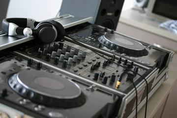 digital dj equipment