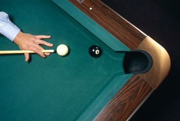 shooting the 8 ball to win