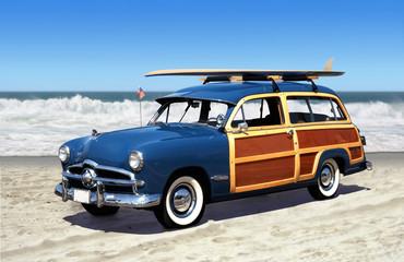 Fond de hotte en verre imprimé Vintage voitures woodie on the beach
