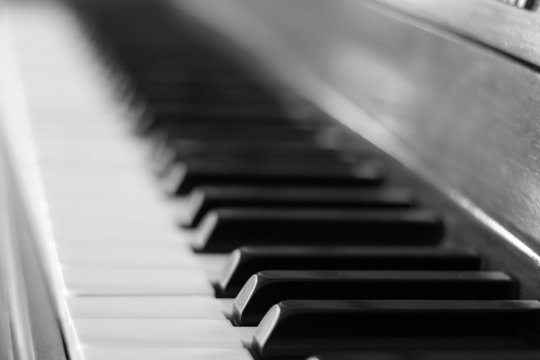 piano keyboard bw
