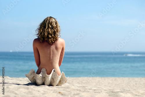 Обнаженные девушки на нудистком пляже получают загар  116988