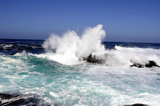 big sur crashing waves