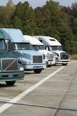 trucks an einer raststätte tr01