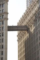 brücke an einem bürogebäude in chicago ob01