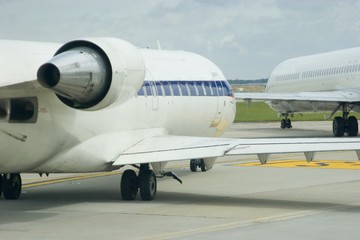 taxiing airplanes
