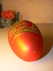 red egg christmas toy