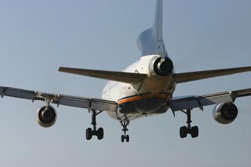 plane landing from behind 1