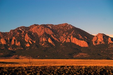 mountain peaks in boulder colorado