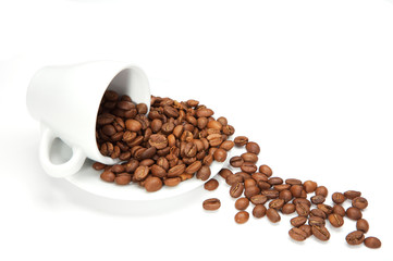 coffe cup & spilled beans