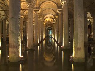 antiguas cisternas de la ciudad de estambul