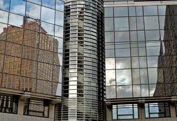 reflets sur un bâtiment