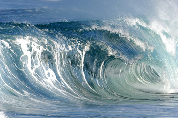 hollow breaking wave
