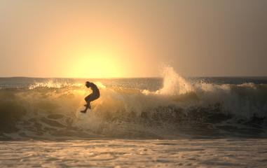 Foto op Aluminium Water sunset surfer