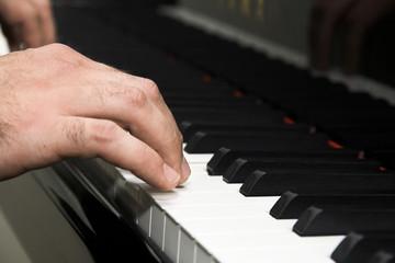 hand playing piano
