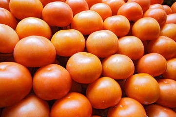 piling up of tomatoes