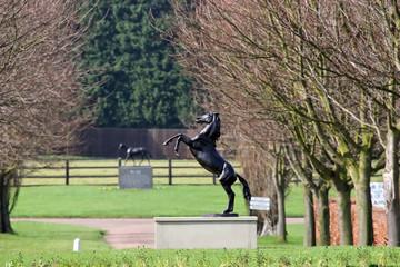 horse statue3