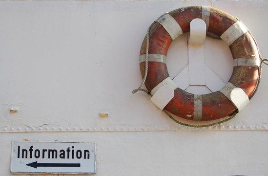 rettungsring und schild information