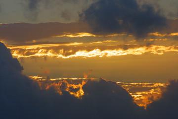 goldenes wolkenspiel