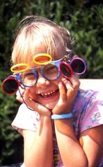 enfant et lunettes fantaisie