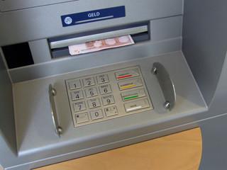 geldautomat mit geld
