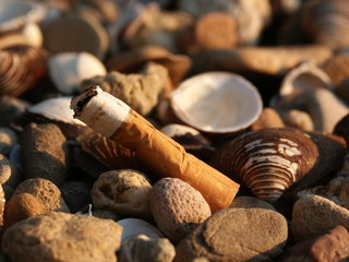 zigarette im kies